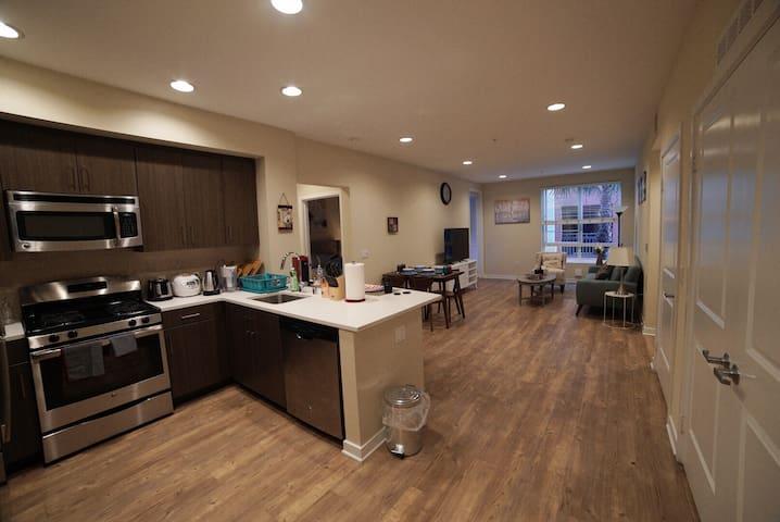 尔湾豪华2房2卫公寓  2 bedroom in Irvine