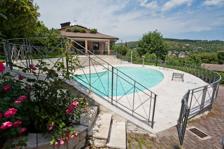 Villa with swimming pool in Perugia - เปรูเกีย