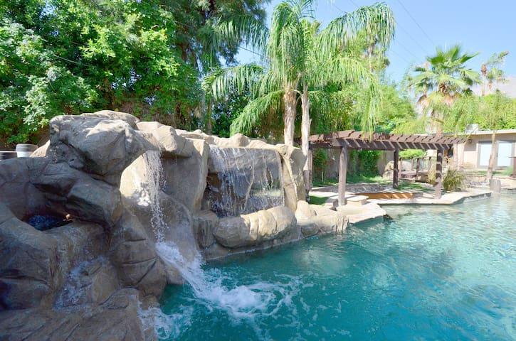 CHARMING-Pool w/Slide&More. - ปาล์มสปริงส์ - วิลล่า
