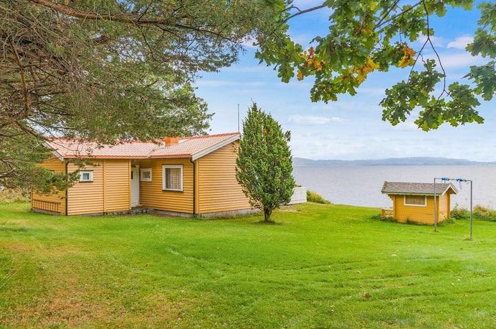 Waterfront charming cabin near Trondheim