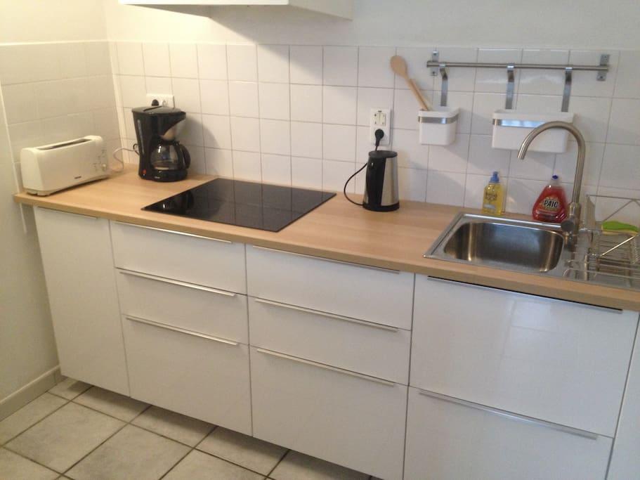 cuisine équipée + micro-onde et réfrigérateur