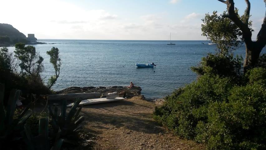 T2, pieds dans l'eau, pte Cap Corse