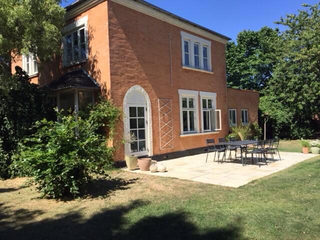 Villa i Humlebæk - 5 minutter fra vandet
