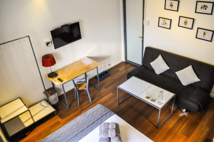 Tranquil & Comfy Room near Airport and City Center
