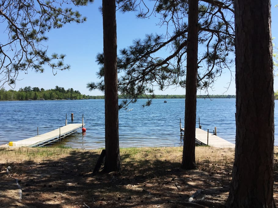 Lakefront escape!  Beautiful sky-blue waters of Blackwater Lake. Fish, swim, ski, relax!