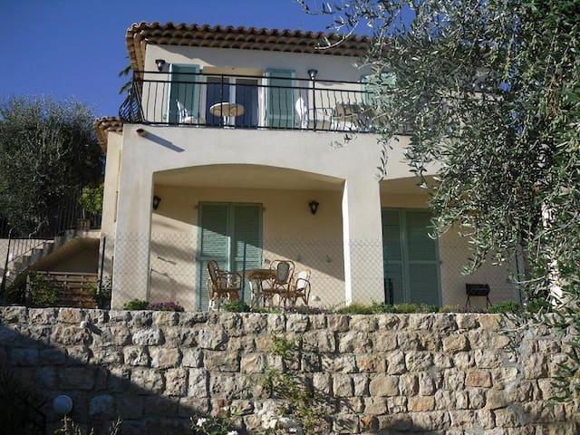rez chaussée de villa dans la verdure - Grasse - Apartament