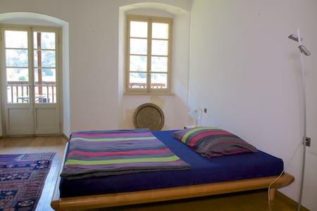 Ferien im Palazzo - Balkonzimmer - Roveredo