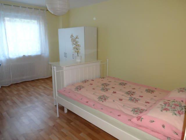 Schönes, sonniges Zimmer in Toplage nahe Hbf