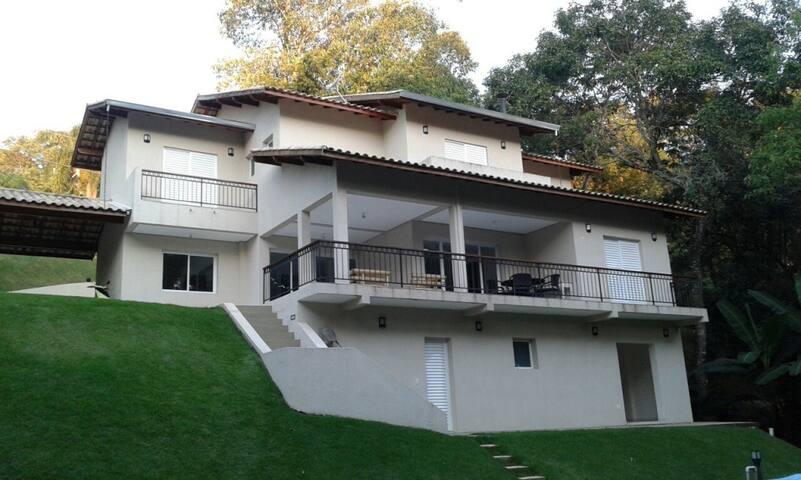 LINDA CASA EM CONDOMÍNIO FECHADO EM IBIÚNA - Ressaca - House