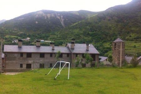 Apartamento en el pueblo de Senet, a 15' de Vielha - Senet