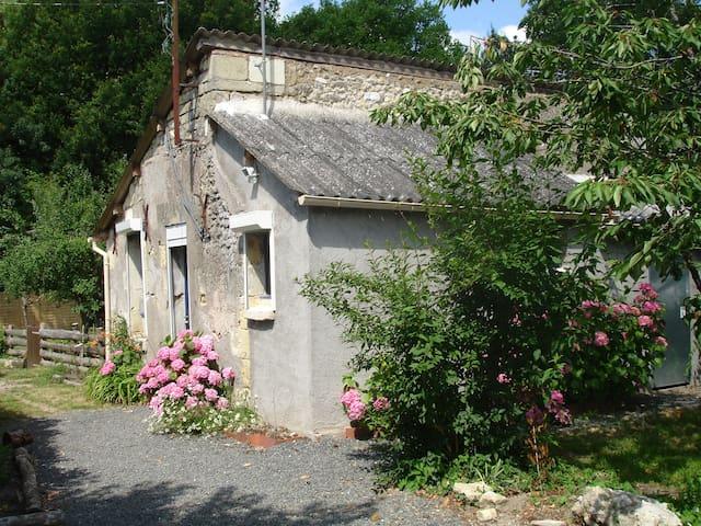 gite au calme près des chateaux - La Chapelle-aux-Naux - Hus
