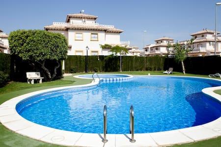 Casa Mitha a spacious family apartment Cabo Roig - Valencia - Apartemen