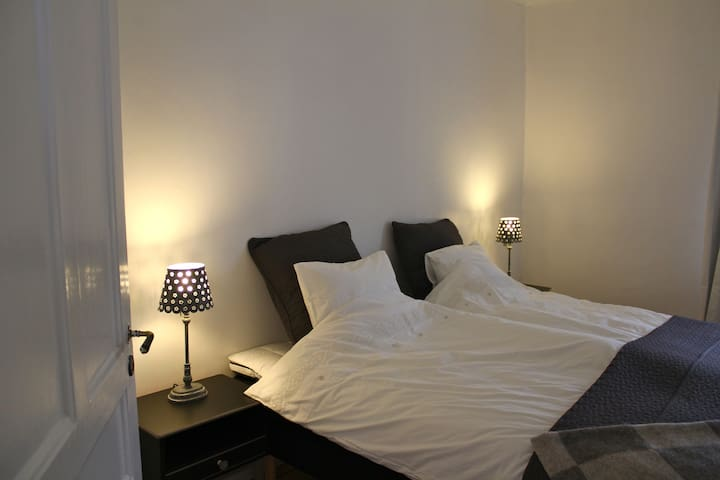 Nice three room flat, free parking. - Örebro - Apartamento