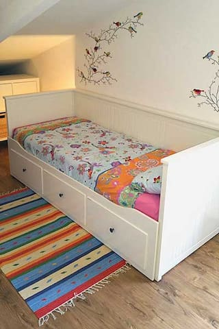 2. Schlafzimmer mit ausziehbarem Bett