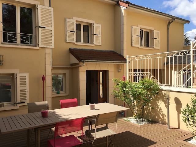 Appart'Hôtel Villa Marie Charlotte - Le Chesnay - Flat
