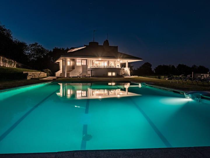 BASQUE BREATH-Villa única,vista fantástica,piscina
