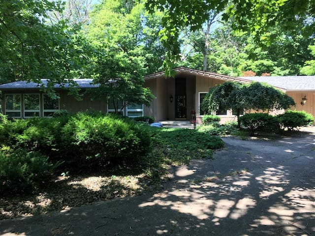Spacious forested retreat in the city of Anderson