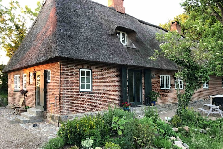 Thatched cottage from 1845 #Schleihaus_Sensby