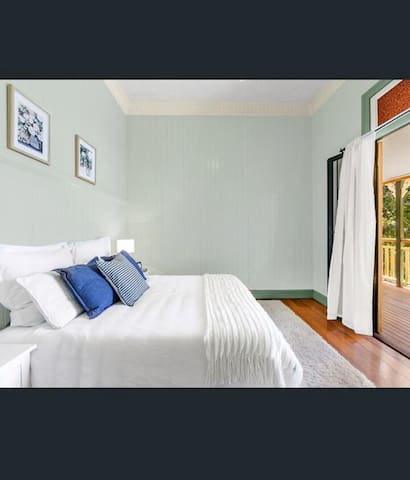 Beautiful private room in a lovely queenslander - Morningside - Casa