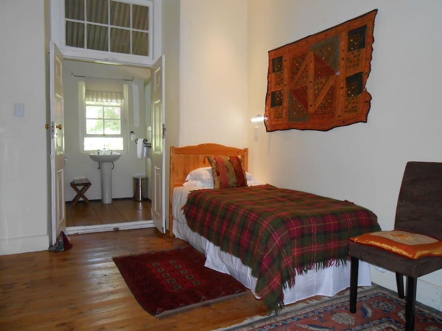 Front room, sleeps 3 in Queen bed and single bed. A lovely, quiet room.
