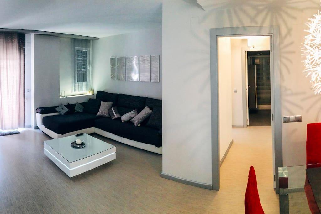 Amplio salon,moderno y confortable.