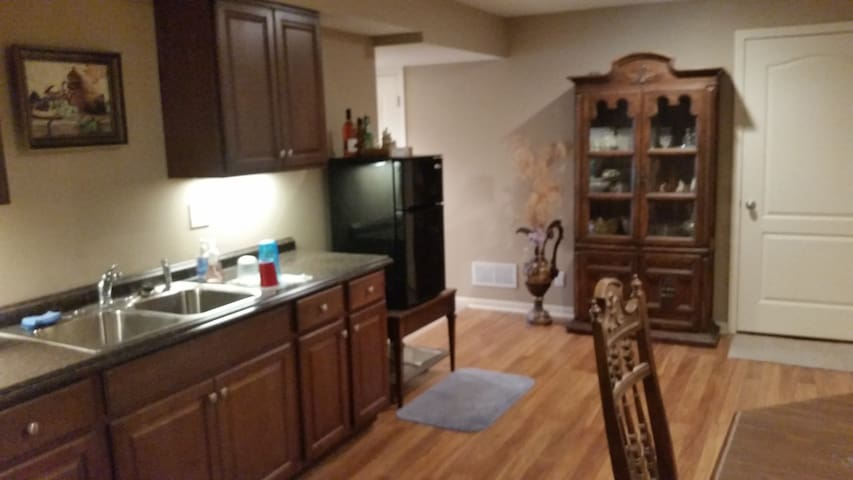 Full Private Appartment Basement - Kansas City - Pis