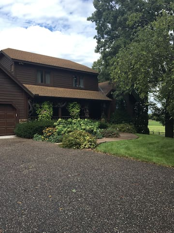 Quiet country place minutes from MSP, colleges - Prior Lake - Dom