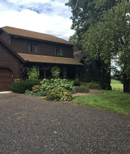 Quiet country place minutes from MSP, colleges - Prior Lake