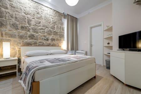 Temple Luxury Rooms 1 - Split - Chambres d'hôtes