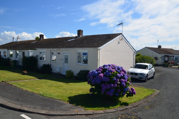 Bungalow Close to the Beach in Tywyn, Gwynedd