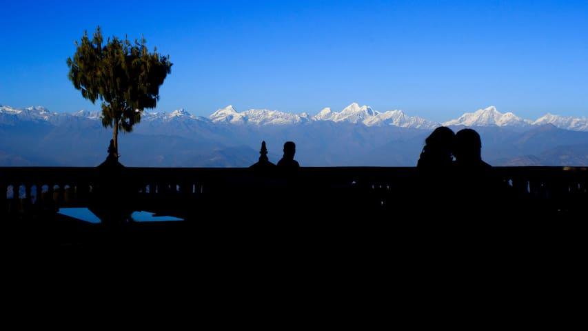 Topfloored+Mountain Facing+ 24hr hot water&Heating - Nagarkot - Hus