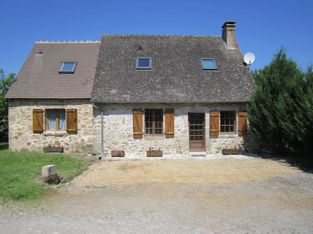 Beautiful Cottage with heated pool in the summer. - Lussac-les-Églises - Hus