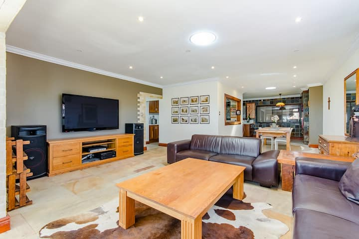 Melkbos Holiday House with Pool and Braai