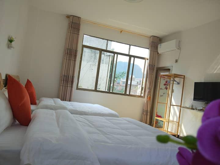 舒适双人间,203房~两张1米5的大床,可入住二人,房间宽敞明亮,安静舒适,欢迎您的光临。