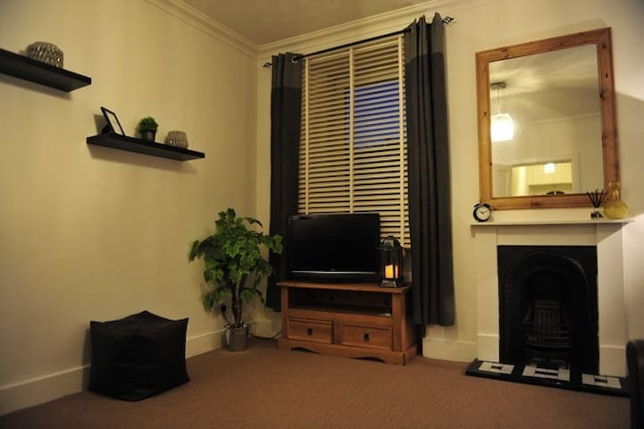 City Centre Flat, spacious homely and comfortable