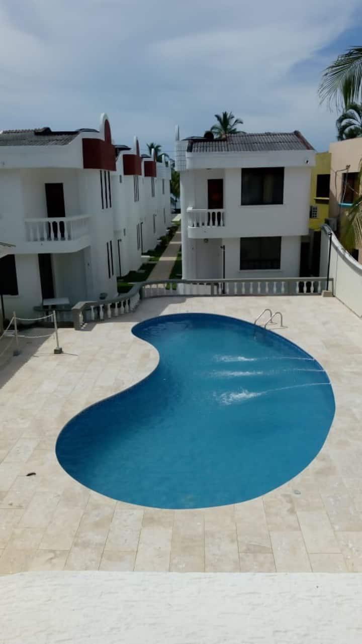 Coveñas,  cabañas frente al mar con piscina