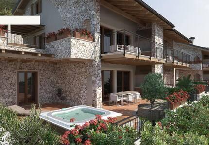 "Appartamento ""duplex"" a 300m dal Lago di Garda - Brenzone sul Garda - อพาร์ทเมนท์"