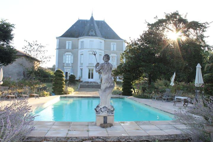 Chateau de Préty, oriental room