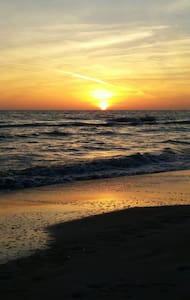Love the Beach &Sunsets on Lido Key - Lakás