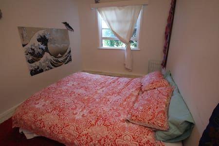 Private room with double bed. - Rumah