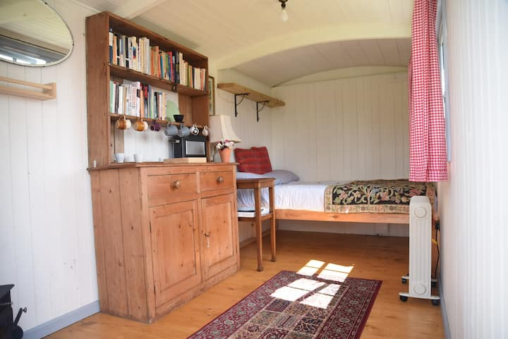 Cosy shepherds hut with incredible view