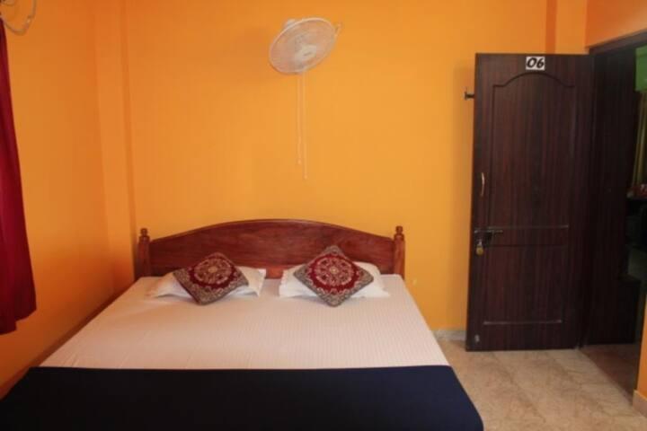 Aashiaanaa Residency Inn With Standard Non Ac Shared Bathroom