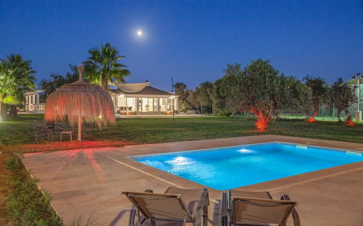 7500m, tennis, pool,A/C,BBQ,Wifi,(Not Shared)