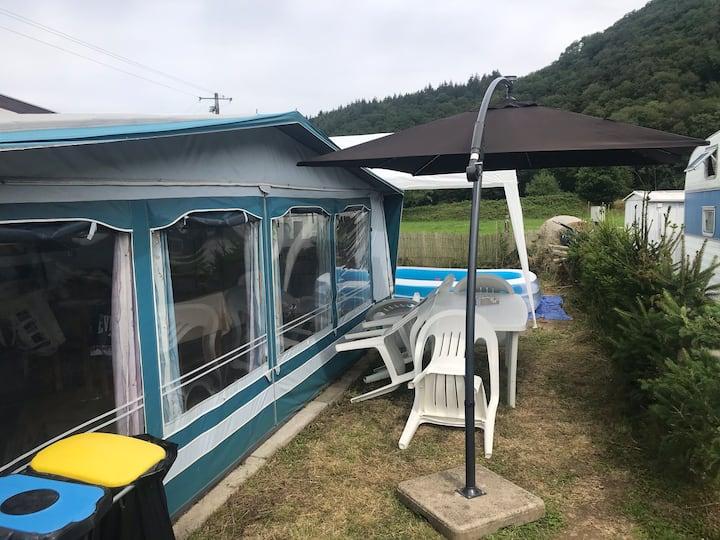 Caravane avec auvent full équipé dans les Ardennes