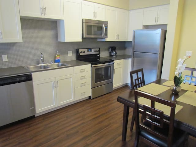 Fabulous 1 bedroom On La Brea and SM by Target