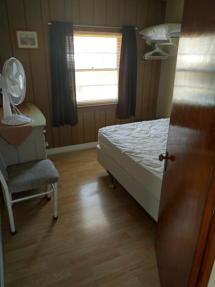 3 bedroom cottage ipperwash beach
