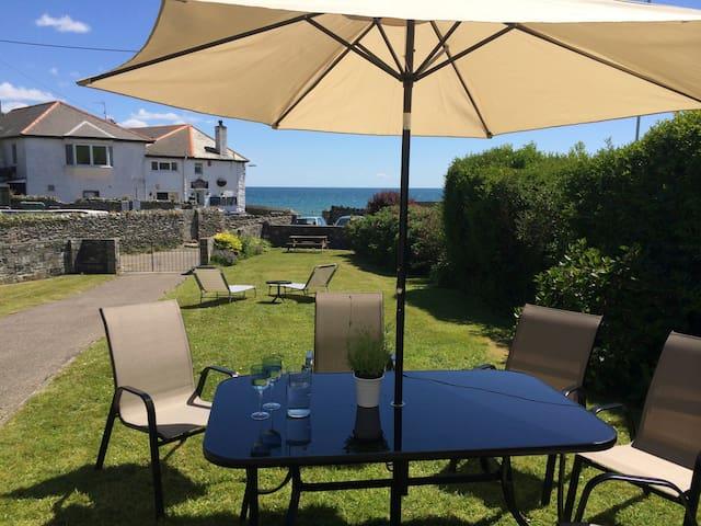 Beach house, sea views, sleeps 8 - Portmellon - Ev