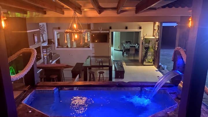 Somente para família. Jacuzzi, piscina e sauna.