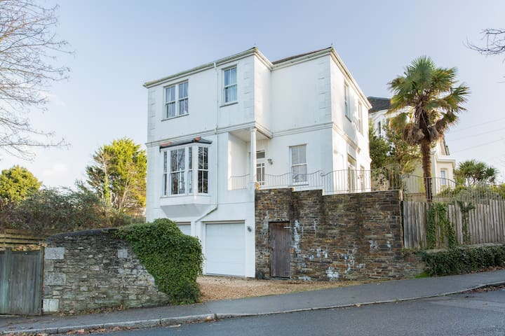 Light and airy home near beach and town - Falmouth - House