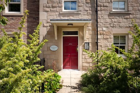 Two bedroom apartment with en-suite & shower room - Morpeth - Daire